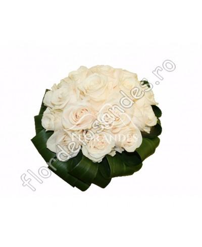 Buchet de mireasa din trandafiri crem