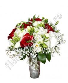 Buchet de mireasa din trandafiri si lisianthus