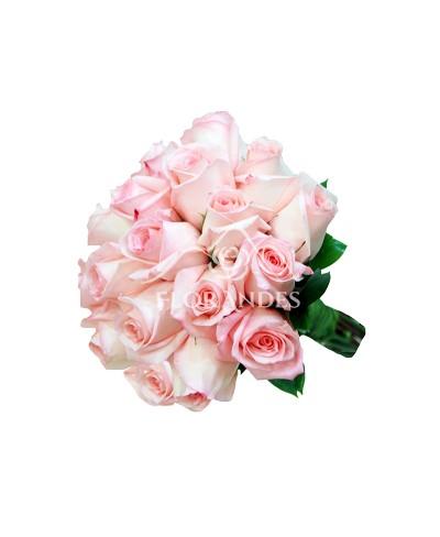 Buchet de mireasa din trandafiri roz pal
