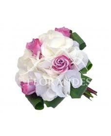 Buchet de mireasa hortensie alba si trandafiri