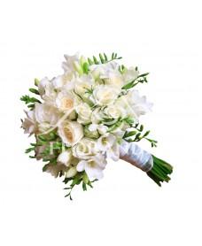 Buchet de mireasa trandafiri albi si frezii