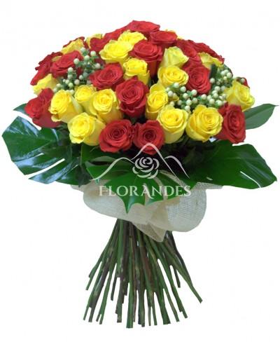 Buchet de trandafiri rosii si galbeni