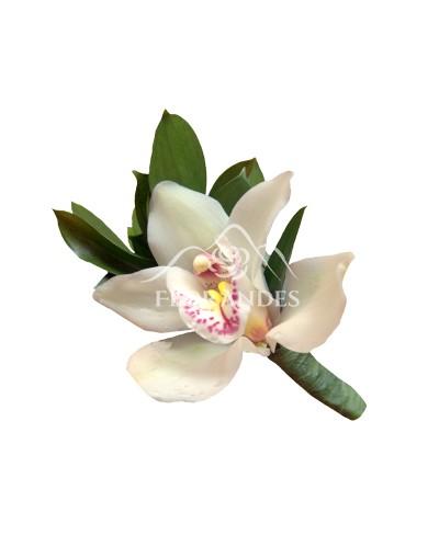 Cocarda din orhidee alba
