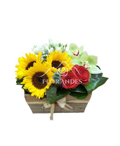 Cos cu trandafiri si floarea soarelui