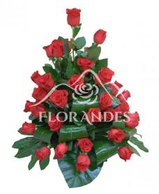 Cos din 43 de trandafiri rosii