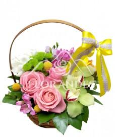 Cos trandafiri roz si orhidee