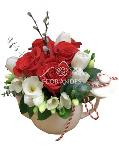 Aranjament floral lalele si trandafiri