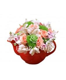 Aranjament floral ceainic minitrandafiri