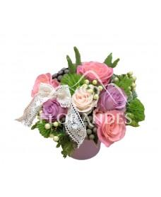 Aranjament floral vintage trandafiri mov