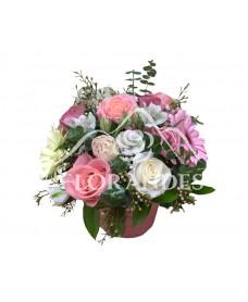 Aranjament floral vintage trandafiri roz