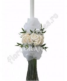 Lumanari de nunta din trandafiri si ruscus