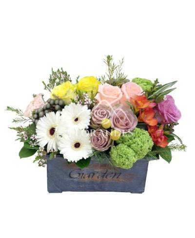 Aranjament floral trandafiri si minigerbera
