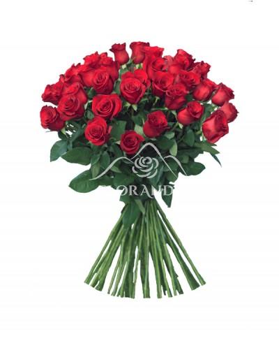Buchet romantic de 51 trandafiri rosii