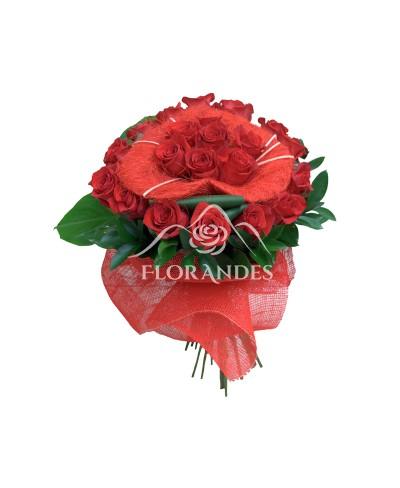 Buchet trandafiri rosii in forma de inima