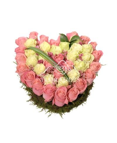 Inima din trandafiri roz si albi