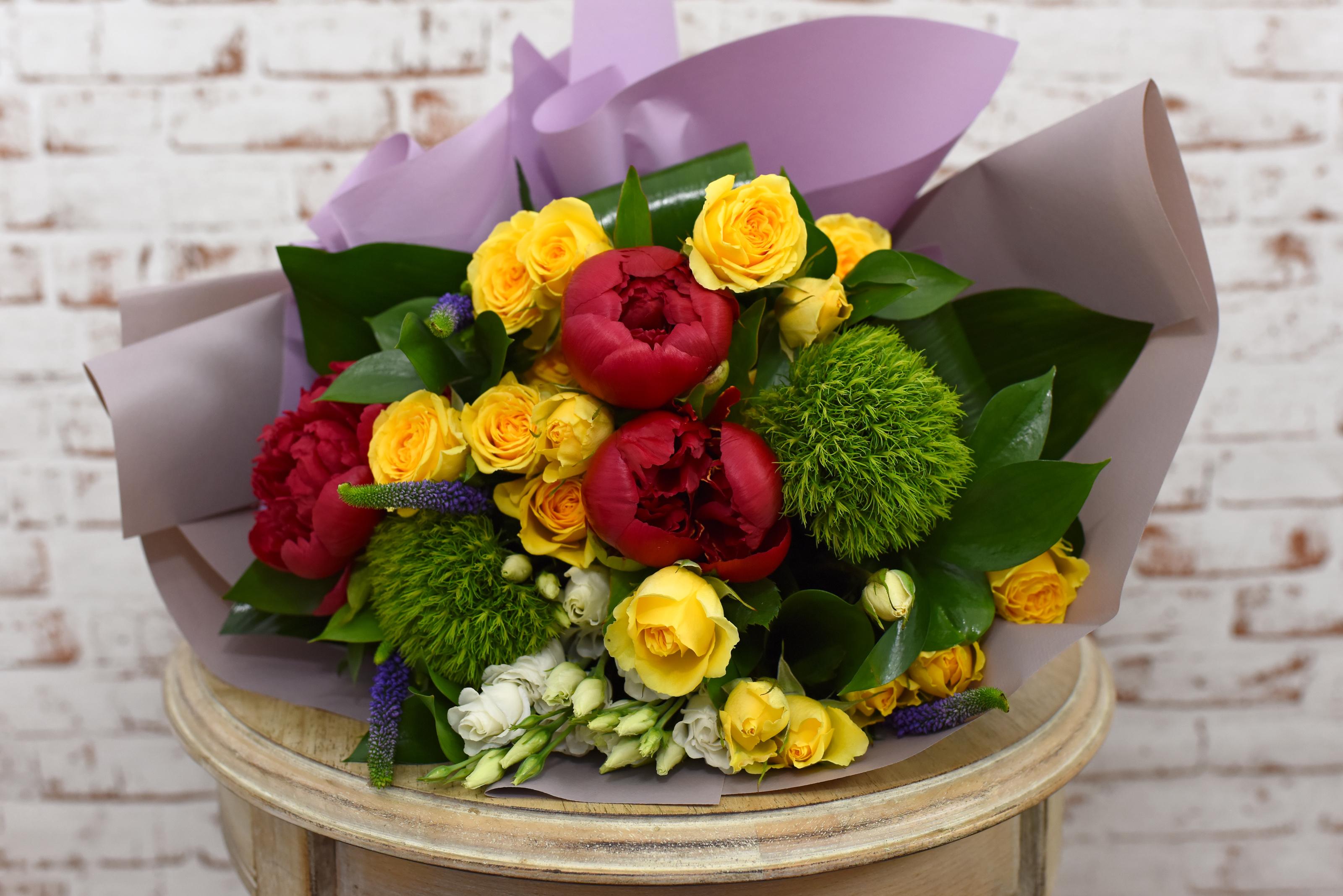 Apeleaza la serviciul de livrare flori in Bucuresti si comanda buchete de bujori!