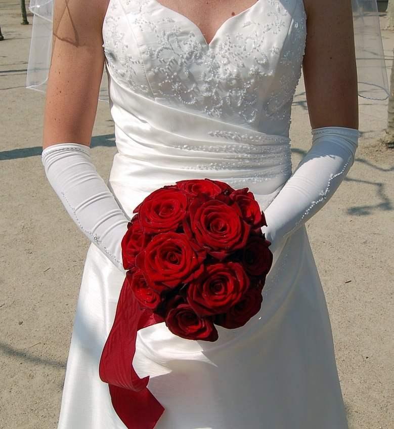 Ce semnifica un buchet de mireasa din trandafiri rosii