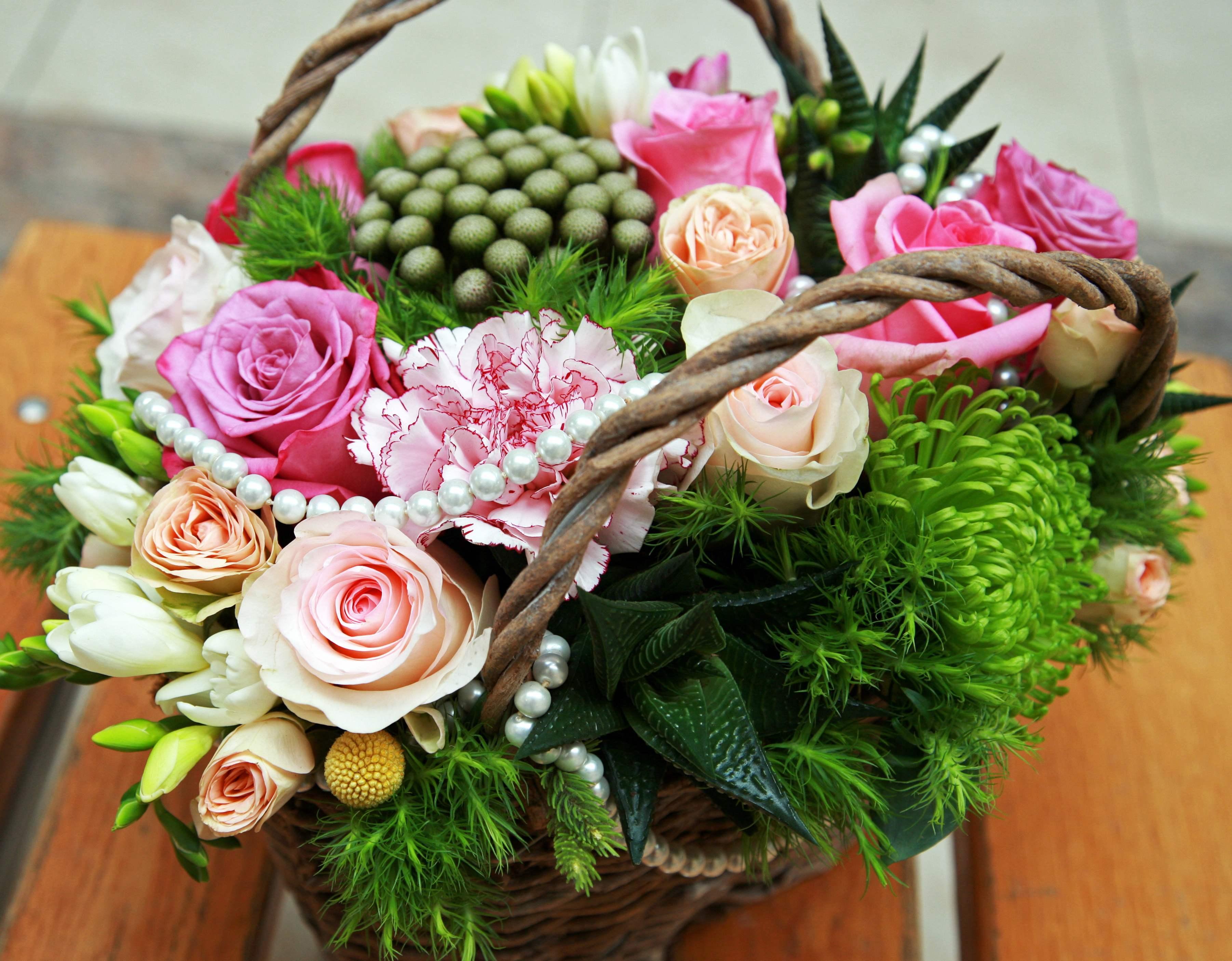 Cateva motive pentru a comanda flori online