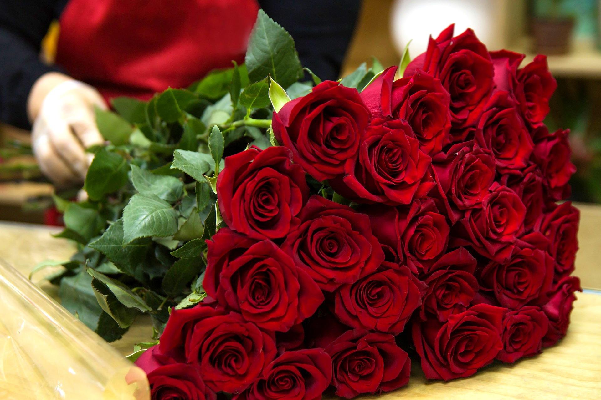 Cum pastrezi un buchet de trandafiri cat mai mult timp in vaza?